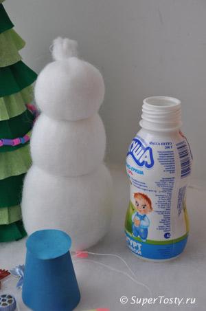 Снеговик из пластиковой бутылочки - фото. Начало работ. Поделки к новому году с детьми