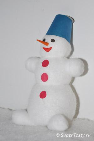 Снеговик из ваты, синтепона, и пластиковой бутылочки - фото. Поделки к новому году с детьми