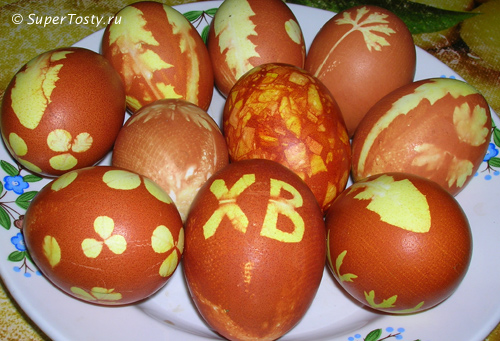 Способы покраски яиц - в луковой шелухе с узорами