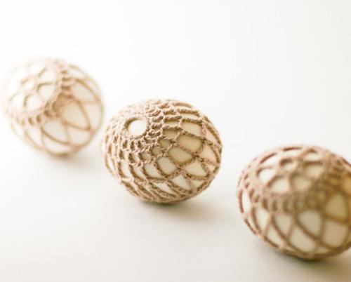 Яйца, обвязанные крючком
