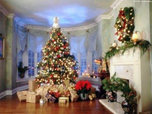Открытка на Новый Год - подарки под Новогодней елкой