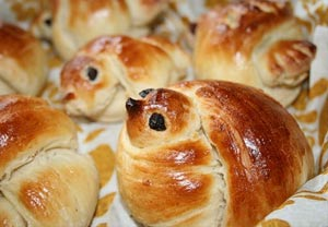 Жаворонки - булочки в виде птичек. 22 марта