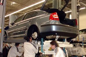 День машиностроителя - последнее воскресенье сентября. фото цех производства автомобилей